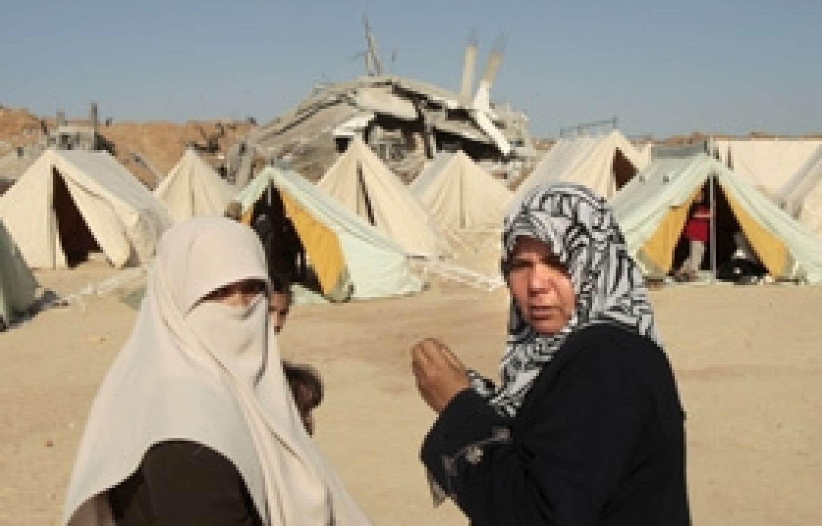 Les tentes ont remplacé les maisons détruites par les bombes, dans le camp de Jabalyia.