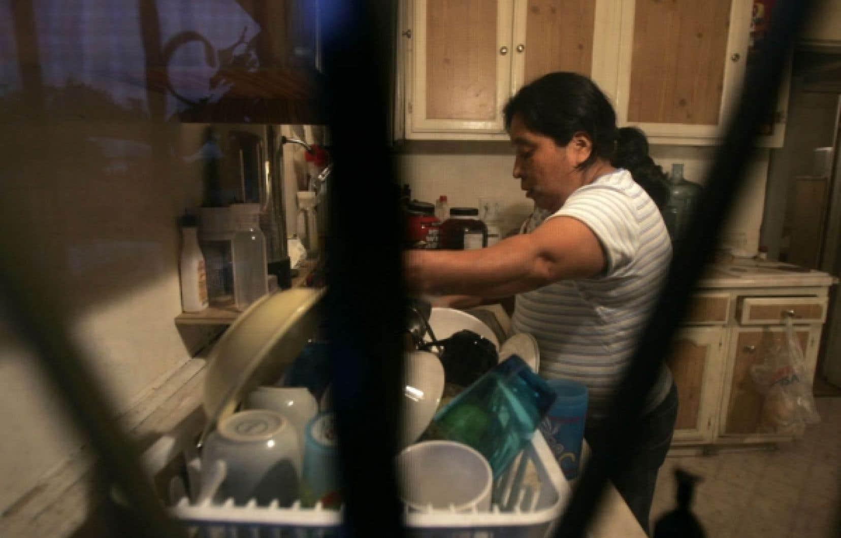 Les travailleuses philippines qui travaillent comme domestiques ou les travailleurs d'origine latino-américaine qui nettoient le plancher des stations de métro constituent le véritable «nouveau prolétariat au Québec», contrairement à ce que semble penser Mathieu Bock-Côté.