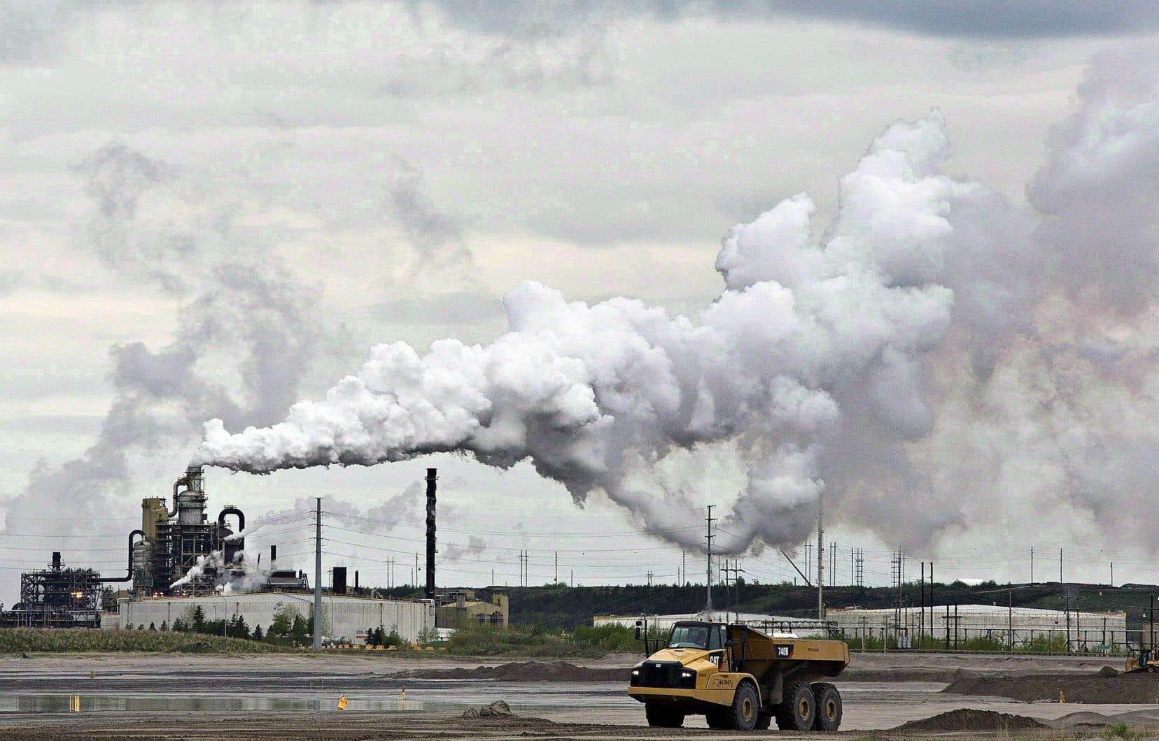 Les exportations de pétrole brut et de bitume ont progressé malgré les incendies de forêt dans la région de Fort McMurray.