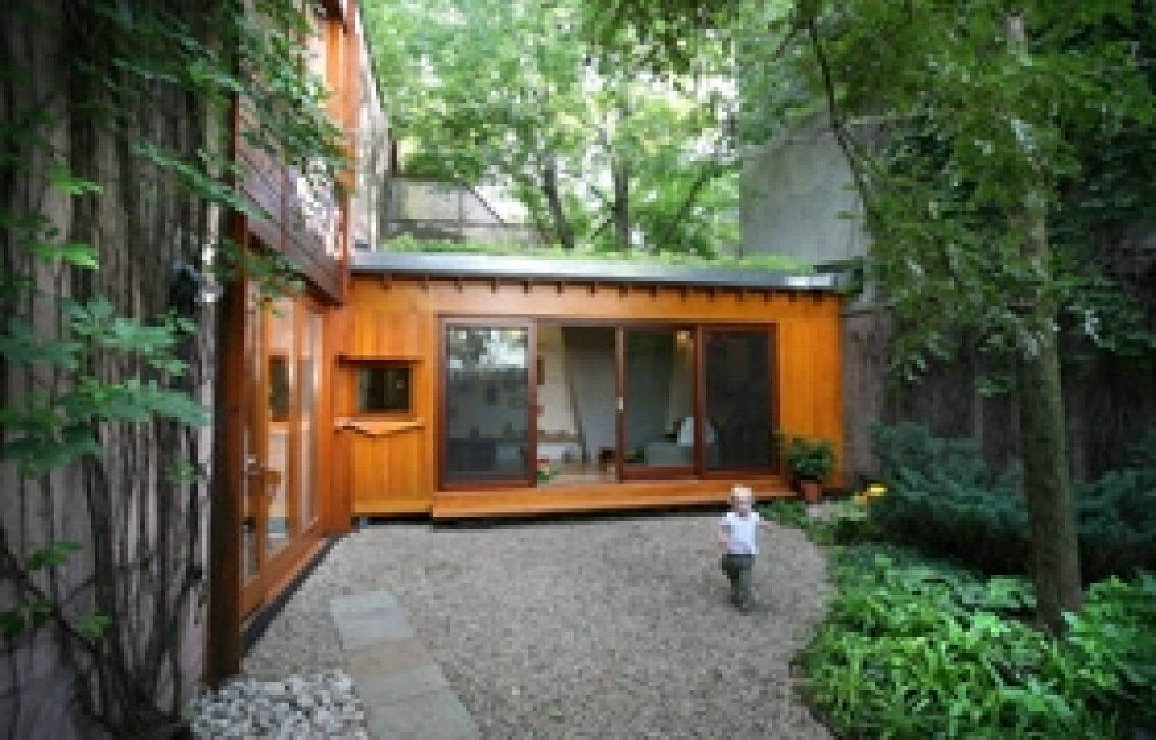 La résidence Bernier-Thibault, une maison familiale du Plateau rehaussée de deux cubes de verre et de bois, est en nomination pour le prix Marcel-Parizeau, attribué aux projets de moins de 150 000 $.