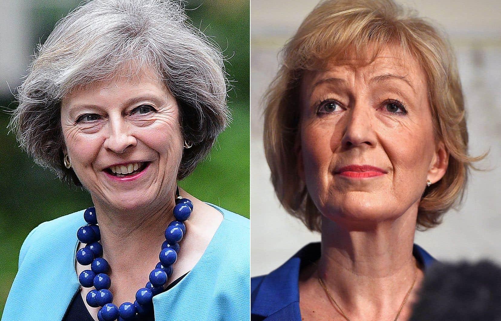 La ministre de l'Intérieur, Theresa May (à gauche), et la secrétaire d'État à l'Énergie, Andrea Leadsom.