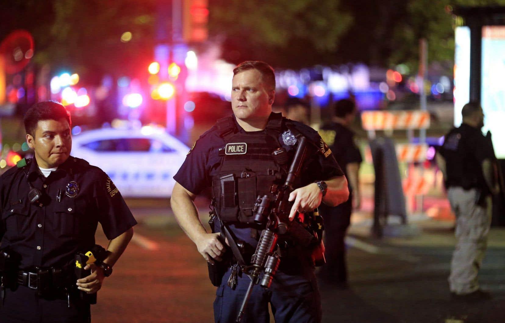 Les organisateurs de la marche de jeudi ont dénoncé la violence fulgurante de la fusillade, qui visait les policiers.