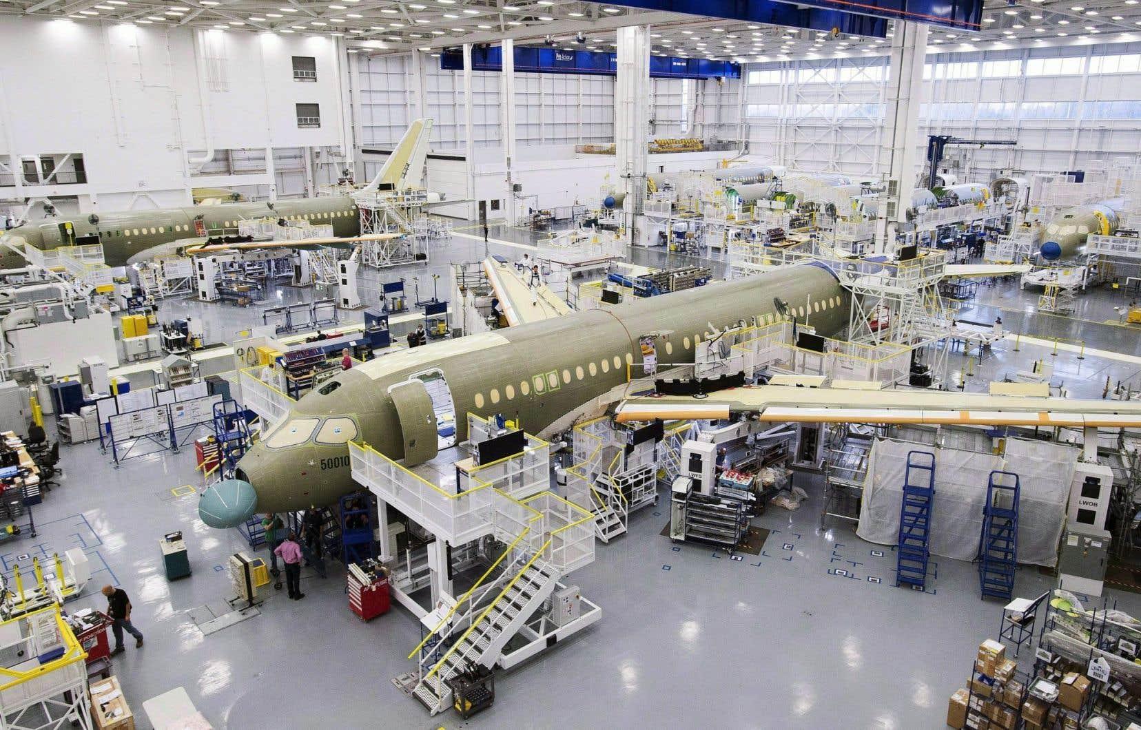 Bombardier a jusqu'ici deux commandes fermes pour des appareils CSeries (ci-dessus à l'assemblage). L'aide éventuelle d'Ottawa pourrait servir à développer le marché, a dit Philippe Couillard, en visite au salon d'aéronautique de Farnborough.