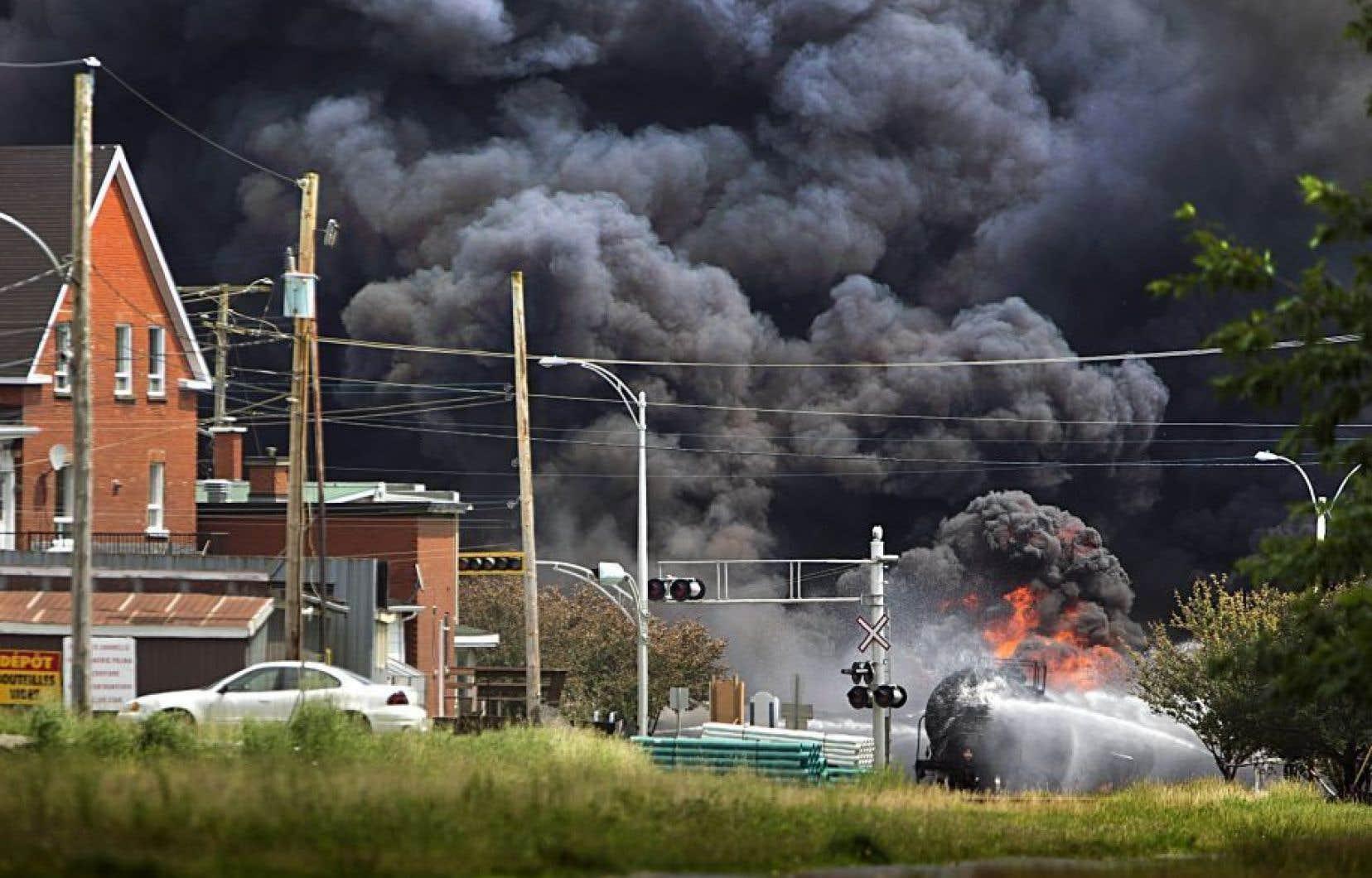 Le 6 juillet 2013, un train transportant du pétrole brut a dévalé la pente menant à la municipalité et a déraillé, provoquant une explosion qui a tué 47 personnes.<br />