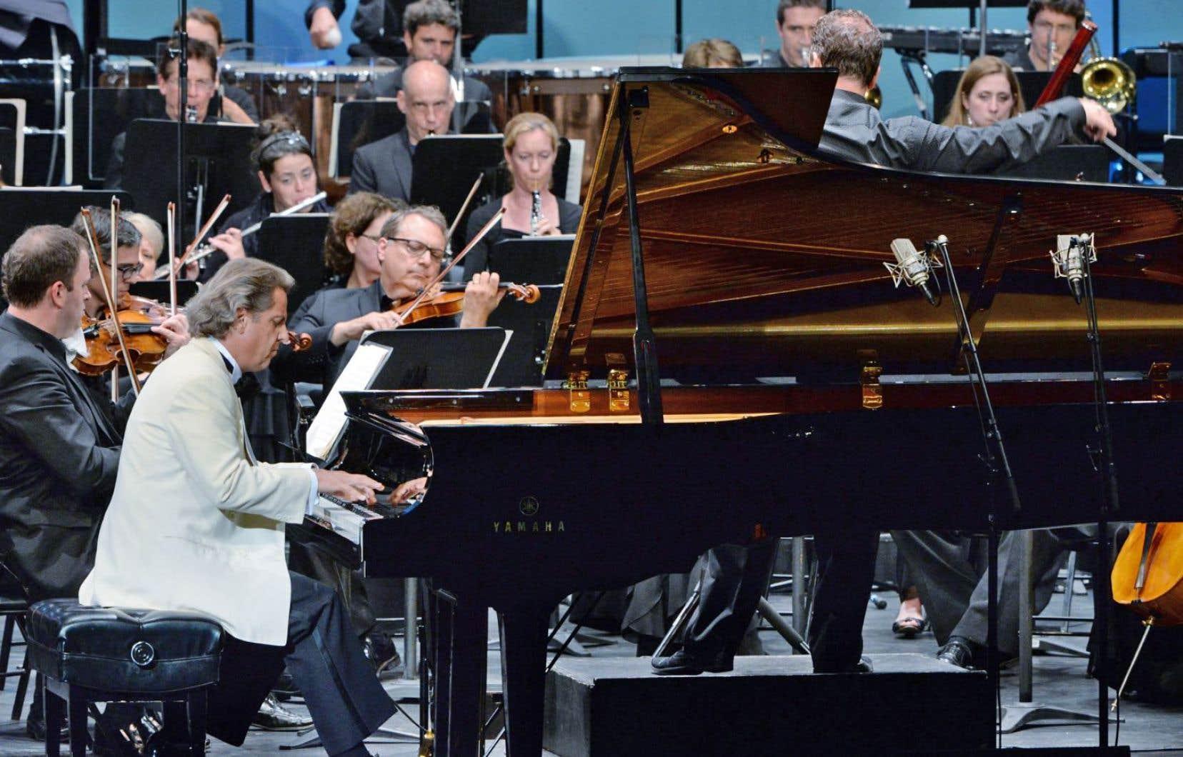Sur scène, un orchestre composé «ad hoc» avec des musiciens disponibles en juillet et Alain Lefèvre