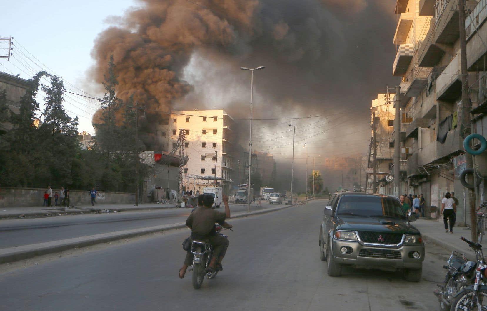 Au total, près de 600 000 personnes vivent dans 18 zones ou localités assiégées en Syrie, dans la plupart des cas par les forces gouvernementales.
