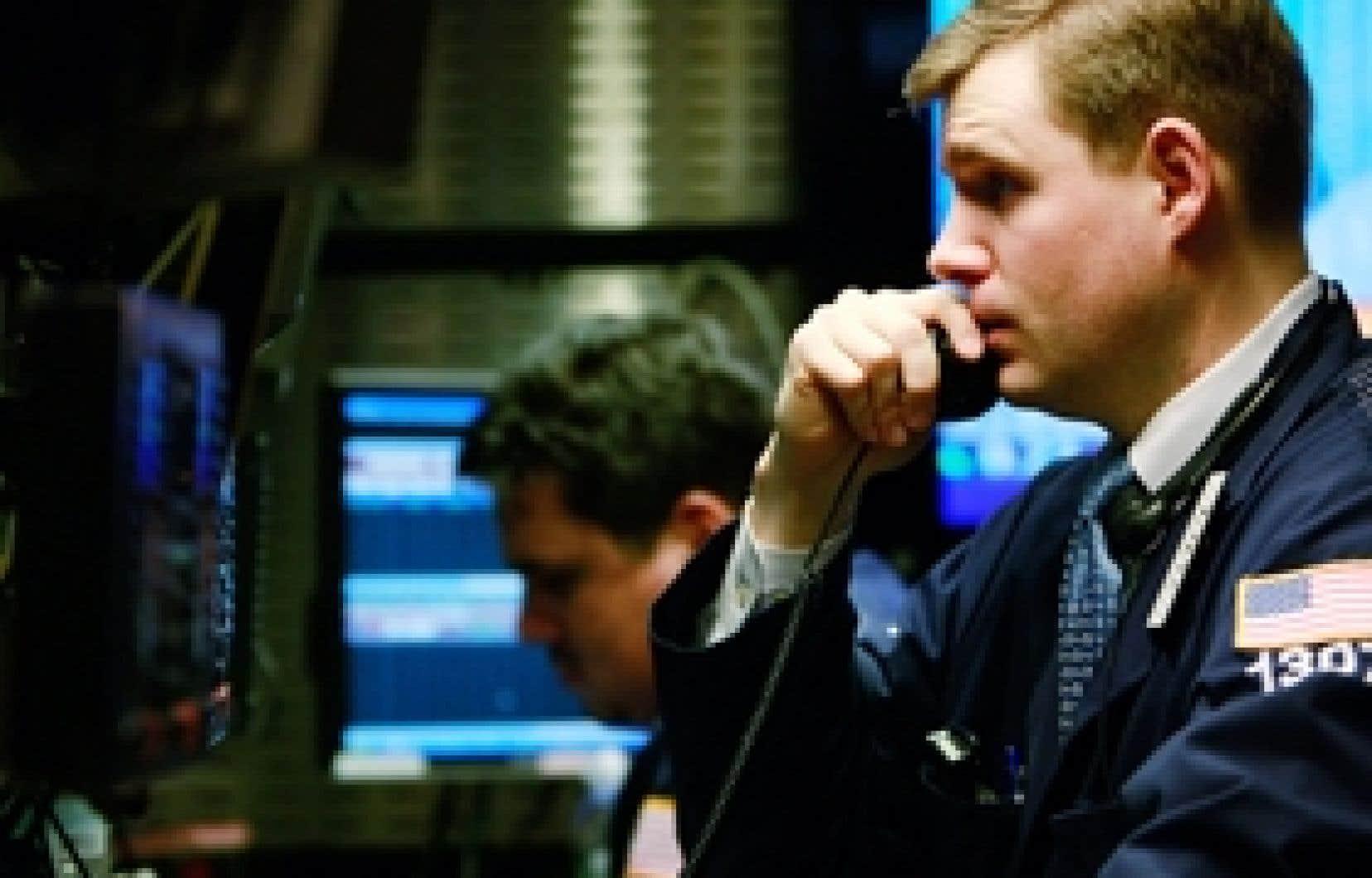 Un courtier de la Bourse de New York quelques instants avant que la Fed annonce que son taux directeur reste inchangé.
