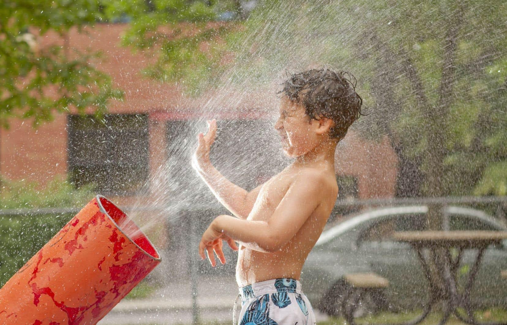Environnement Canada a diffusé pour mercredi un avertissement de chaleur qui couvre plusieurs régions du sud du Québec.