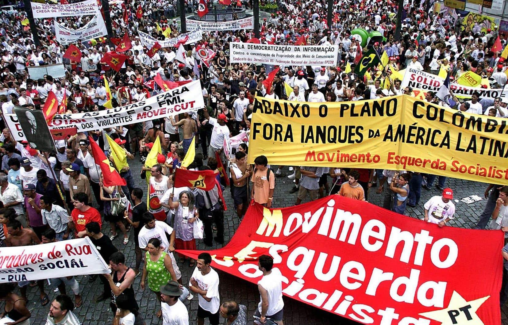 La ville de Porto Alegre, dans le sud du Brésil, a accueilli le tout premier Forum social mondial en 2001. Chaque édition s'ouvre par une traditionnelle marche rassemblant tous les participants.