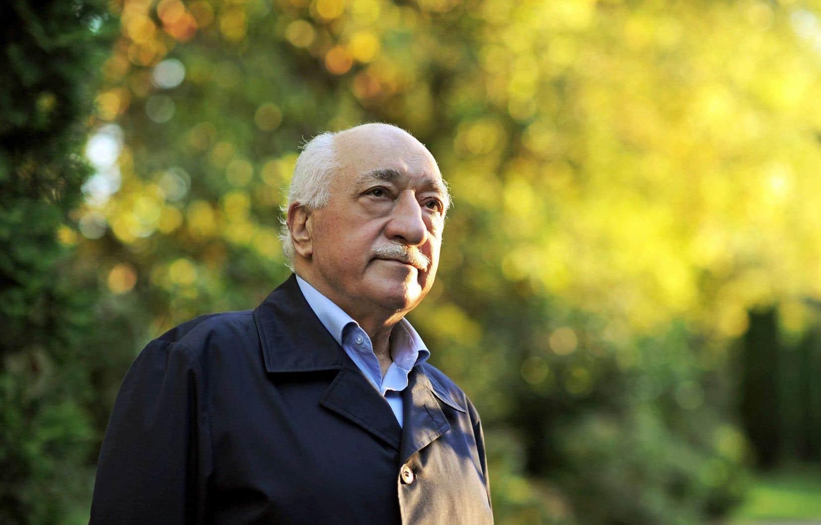 <p>Fondateur, animateur et inspirateur du mouvement, Fethullah Gülen est appelé «Hocafendi», ou «maître respecté».</p>