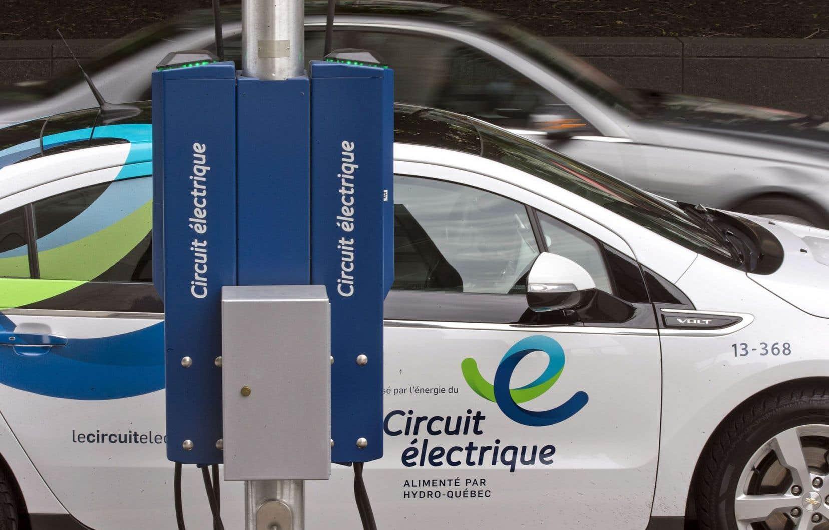 L'un des 697 bornes publiques de rechargement installées à ce jour au Québec
