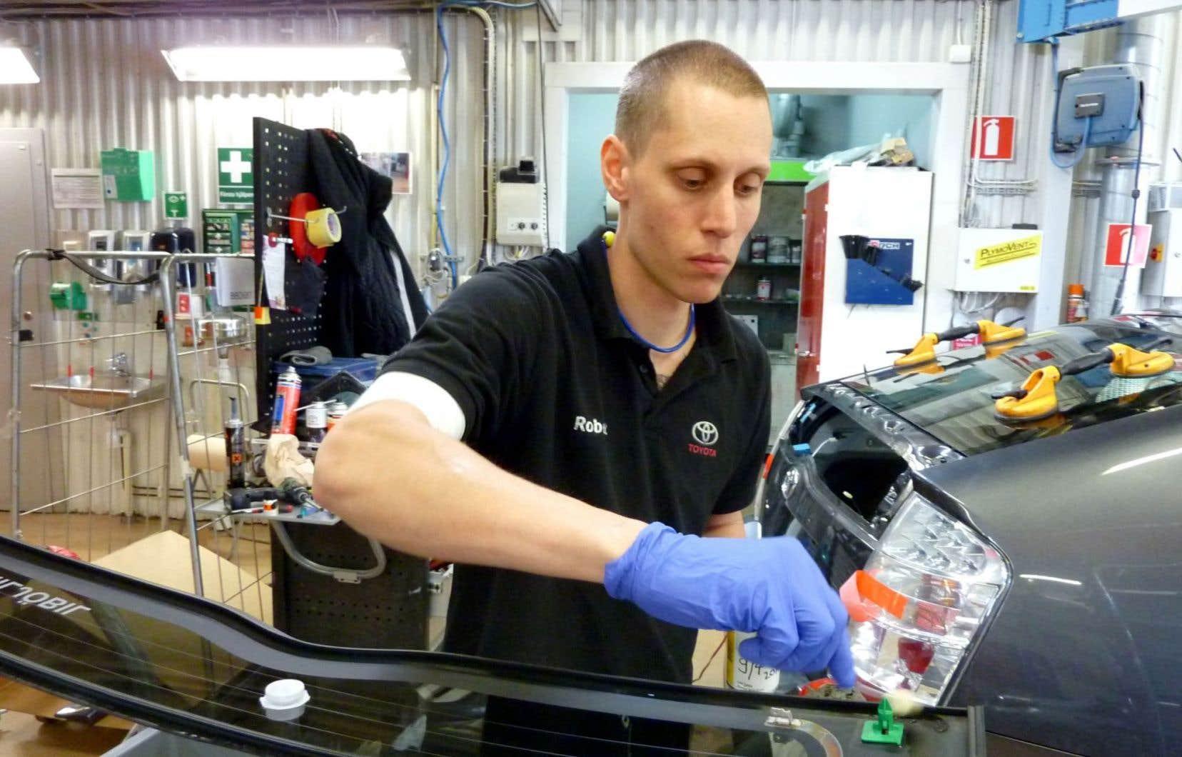 À Mölndal, le constructeur automobile Toyota a réduit la semaine de travail de ses employés, ce qui l'a rendu plus attrayant pour les travailleurs qualifiés et lui a permis de grossir son carnet de commandes tout en gagnant en efficacité.