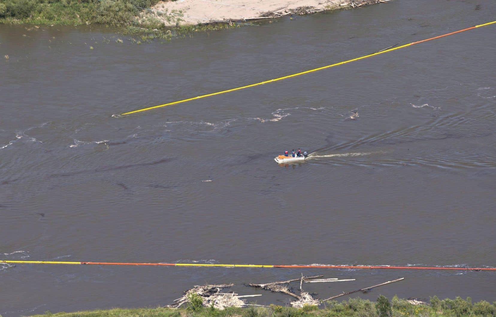 Les opérations de nettoyage de la rivière Saskatchewan Nord se poursuivent, affirme Husky Energy.