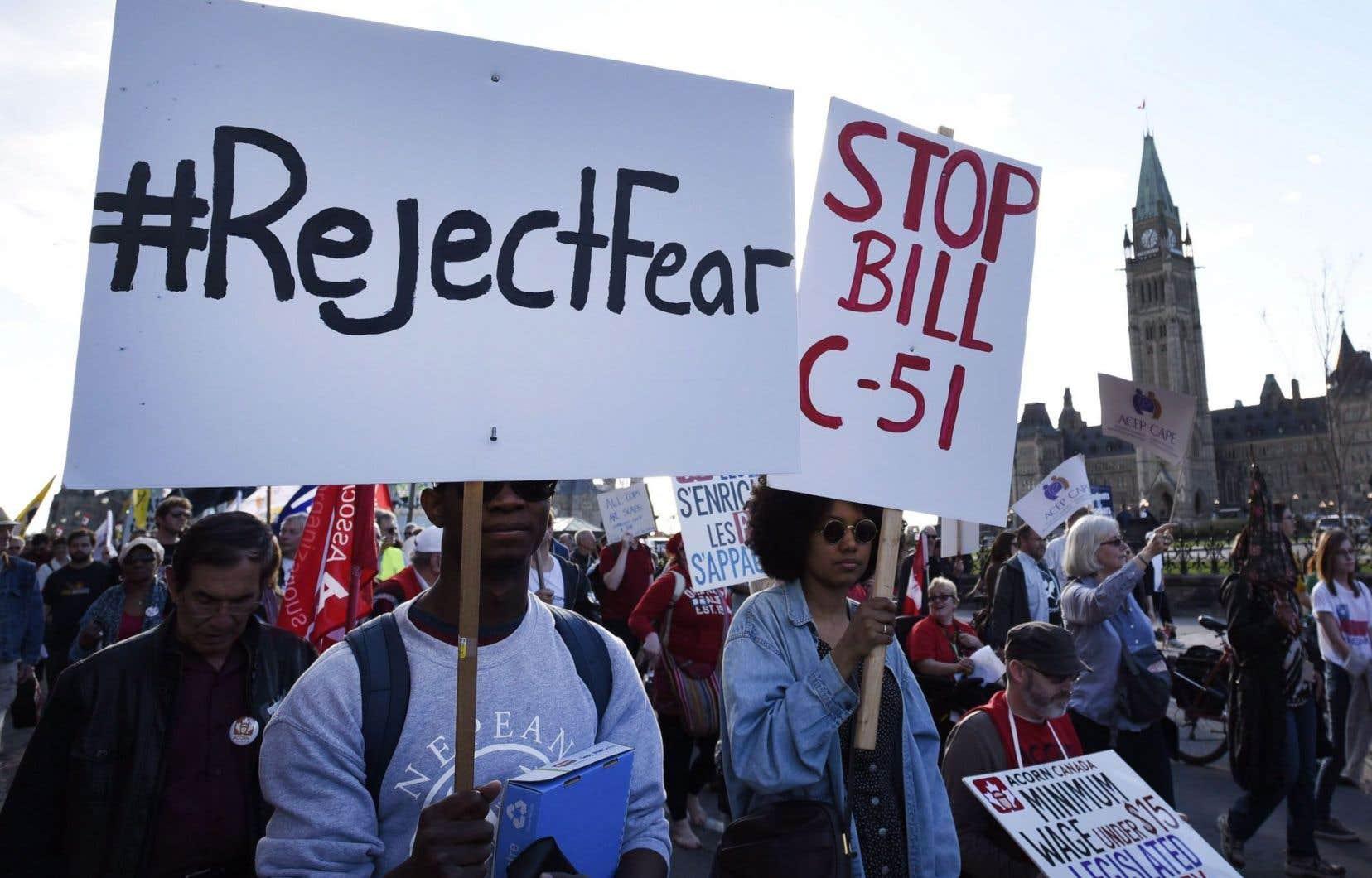 Plusieurs manifestations ont eu lieu à Ottawa pour dénoncerla loi antiterroriste C-51.