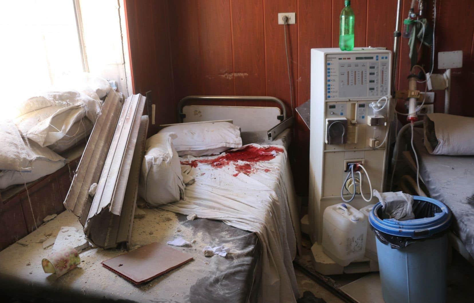 L'hôpital Omar bin Abdulaziz, situé dans un quartier du nord de la ville syrienne d'Alep, a été sérieusement endommagé par des bombardements du régime Al-Assad,