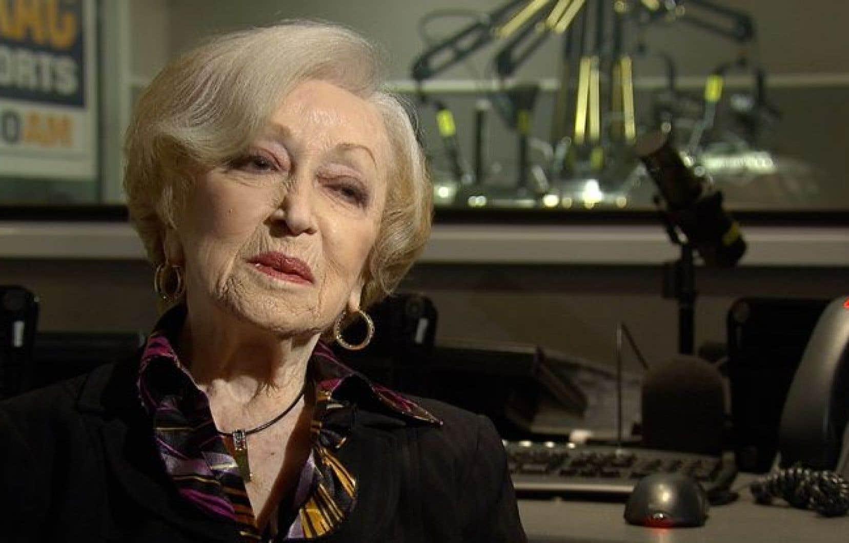 Lucille Dumont, née à Montréal en 1919, s'est rapidement imposée comme une interprète majeure de la chanson française des années 40 et 50.