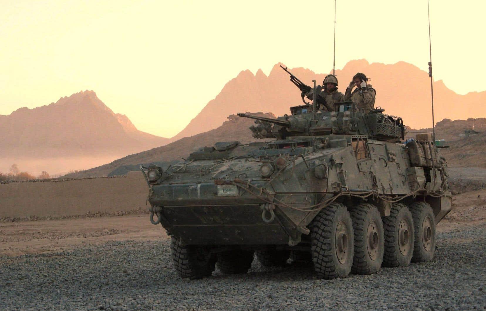 Les blindés vendus à l'Arabie saoudite ont soulevé un tollé en campagne électorale. Ci-dessus, des soldats canadiens à bord d'un LAV.