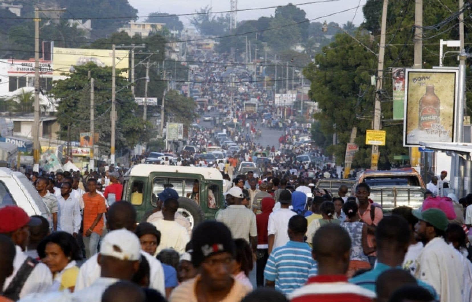 La rue Delmas, à Port-au-Prince, a été envahie par les sinistrés.