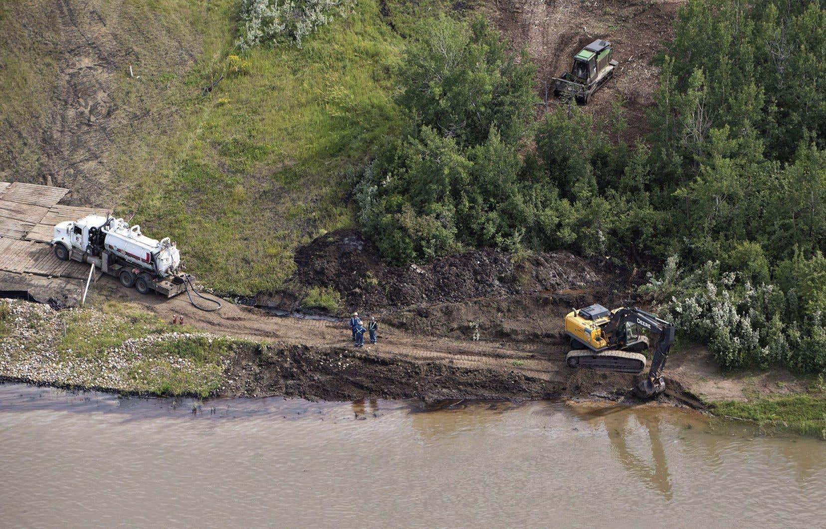 Un pipeline de Husky Energy a déversé quelque 250 000 litres de pétrole mélangé à un hydrocarbure plus léger utilisé comme diluant dans la rivière Saskatchewan Nord, près de la ville de Maidstone, il y a presque deux semaines.