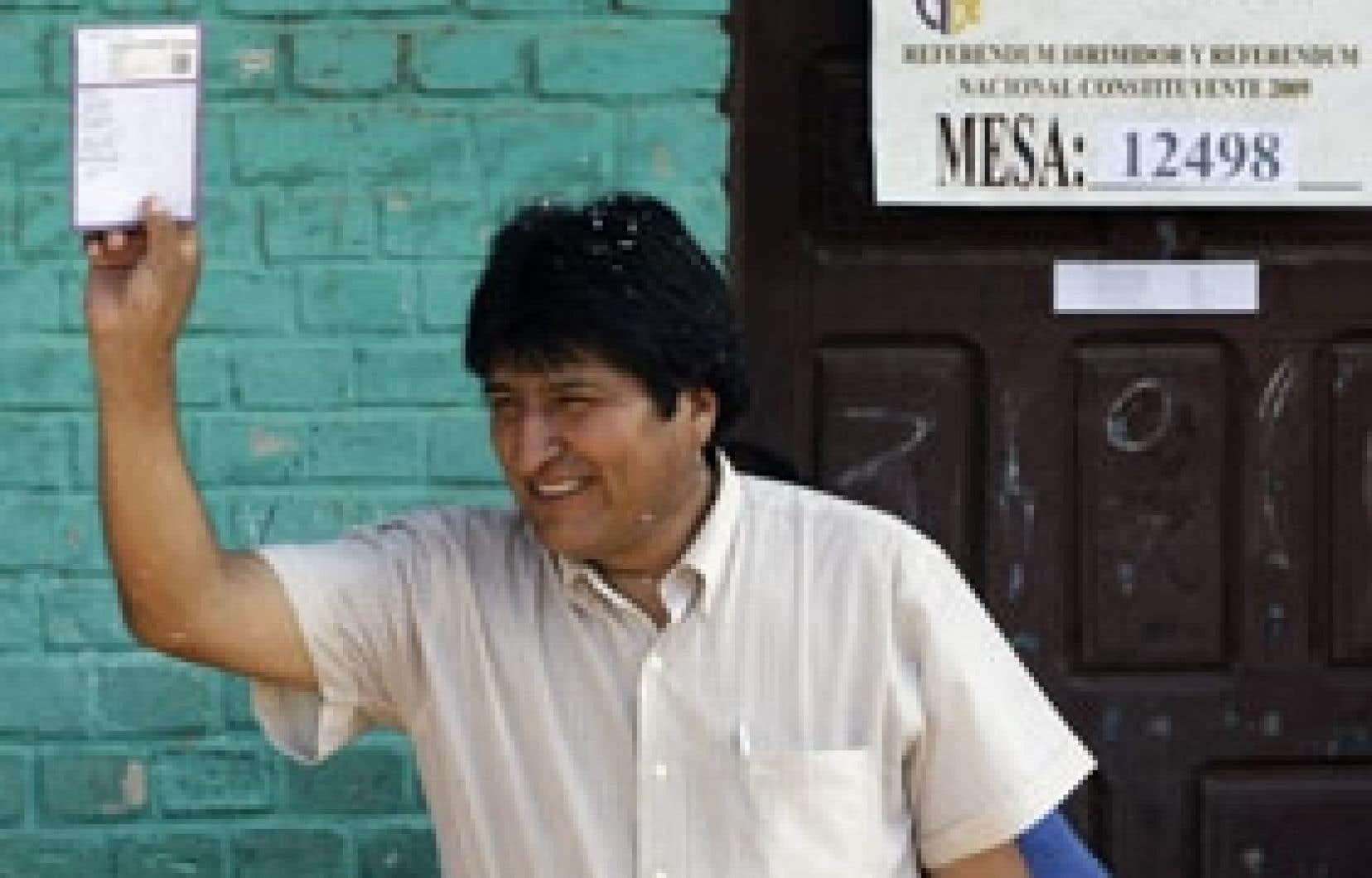 Le texte de Constitution controversée présenté par le président Evo Morales donne une place plus importante aux communautés indigènes, à la justice sociale et au rôle de l'État.