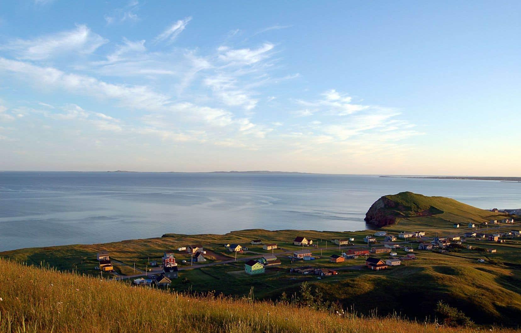 Vue sur Havre-aux-Maisons, aux îles de la Madeleine. Les éoliennes envisagées seraient déposées sur la Dune-du-Nord, entre Mines Seleine et Pointe-aux-Loups.