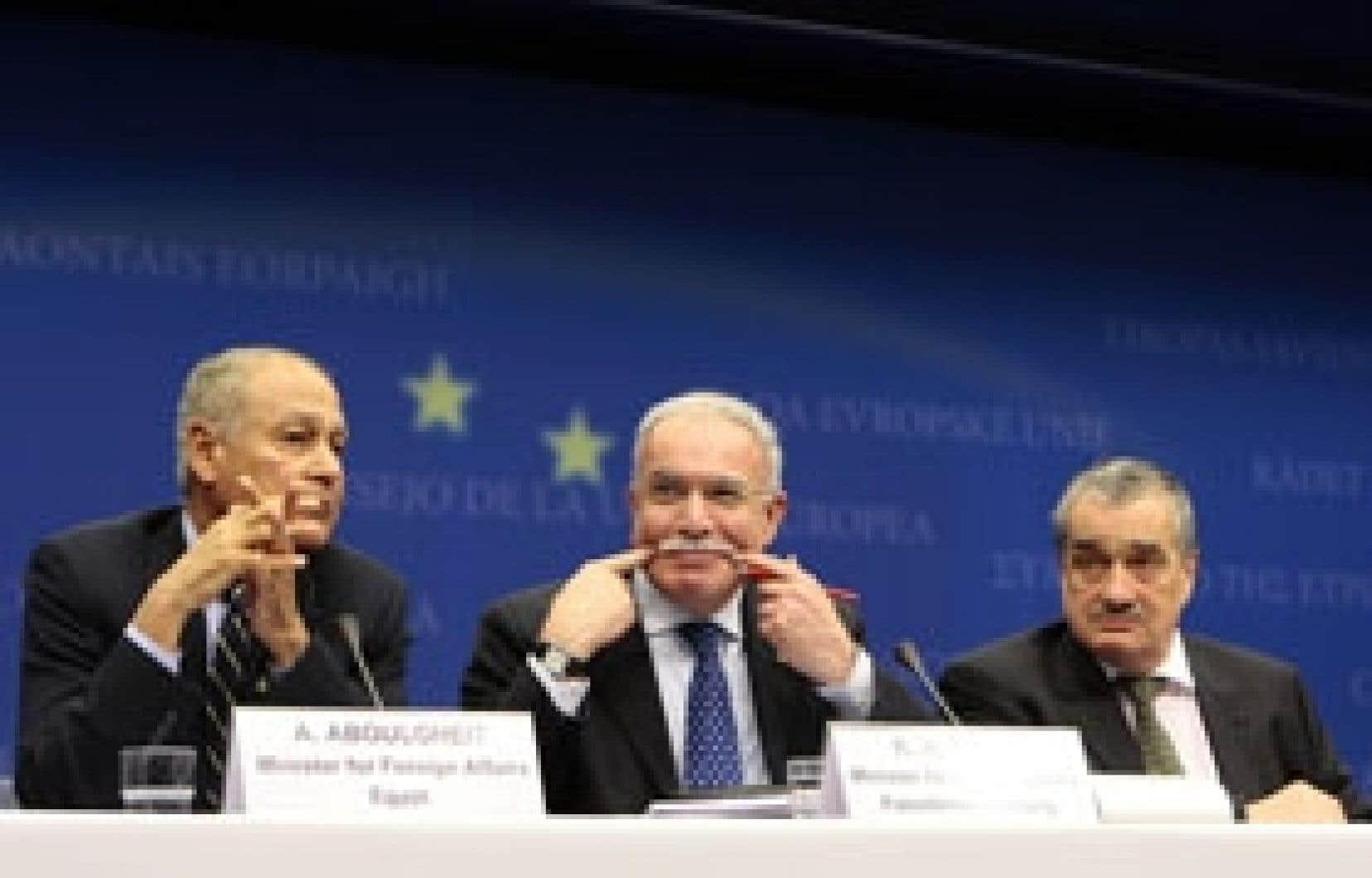 Le ministre des Affaires étrangères égyptien, Ahmed Aboul Gheit, en compagnie du chef de la diplomatie palestinienne, Riyad al-Maliki.