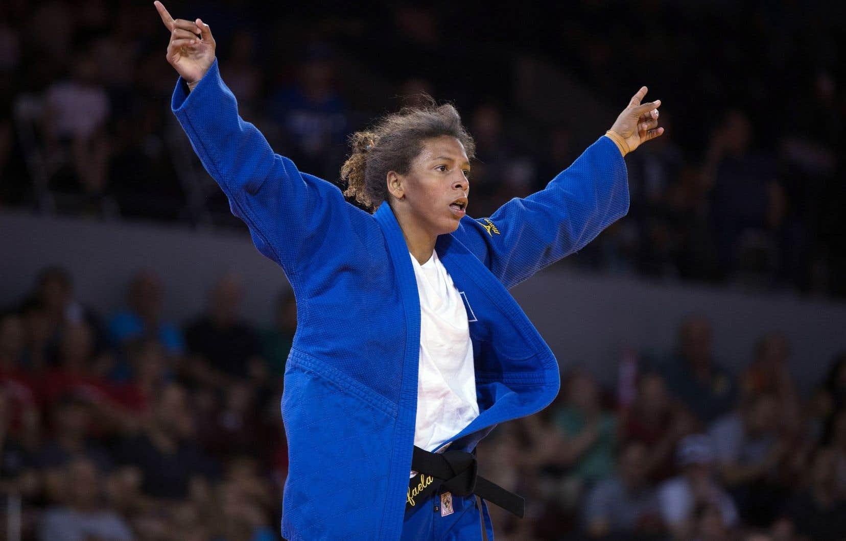 Née du mauvais côté de la barrière sociale, la Brésilienne Rafaela Silva a dû apprendre très jeune à se battre contre l'adversité. Ci-dessus, l'athlète célébrait sa médaille de bronze aux jeux panaméricains à Toronto en juillet 2015.
