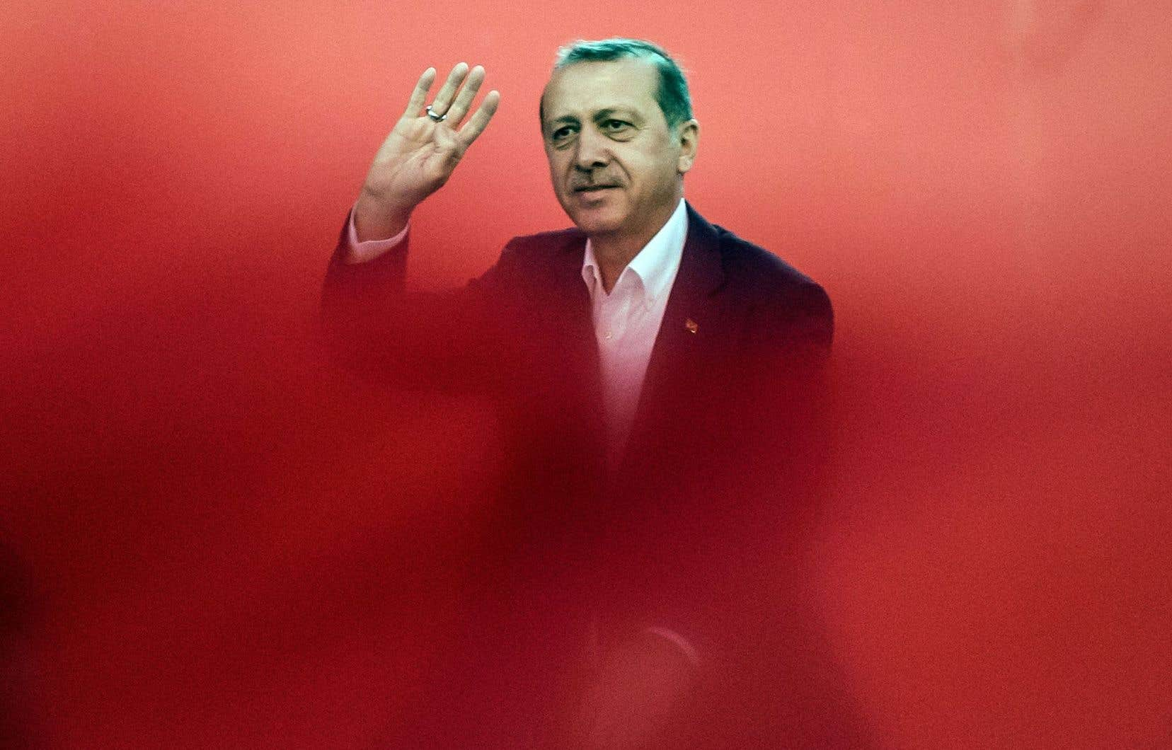 «Pendant la tentative de putsch, une partie des leaders du monde occidental m'ont appelé au téléphone. Cela n'était pas suffisant», déplore le président Recep Tayyip Erdogan.
