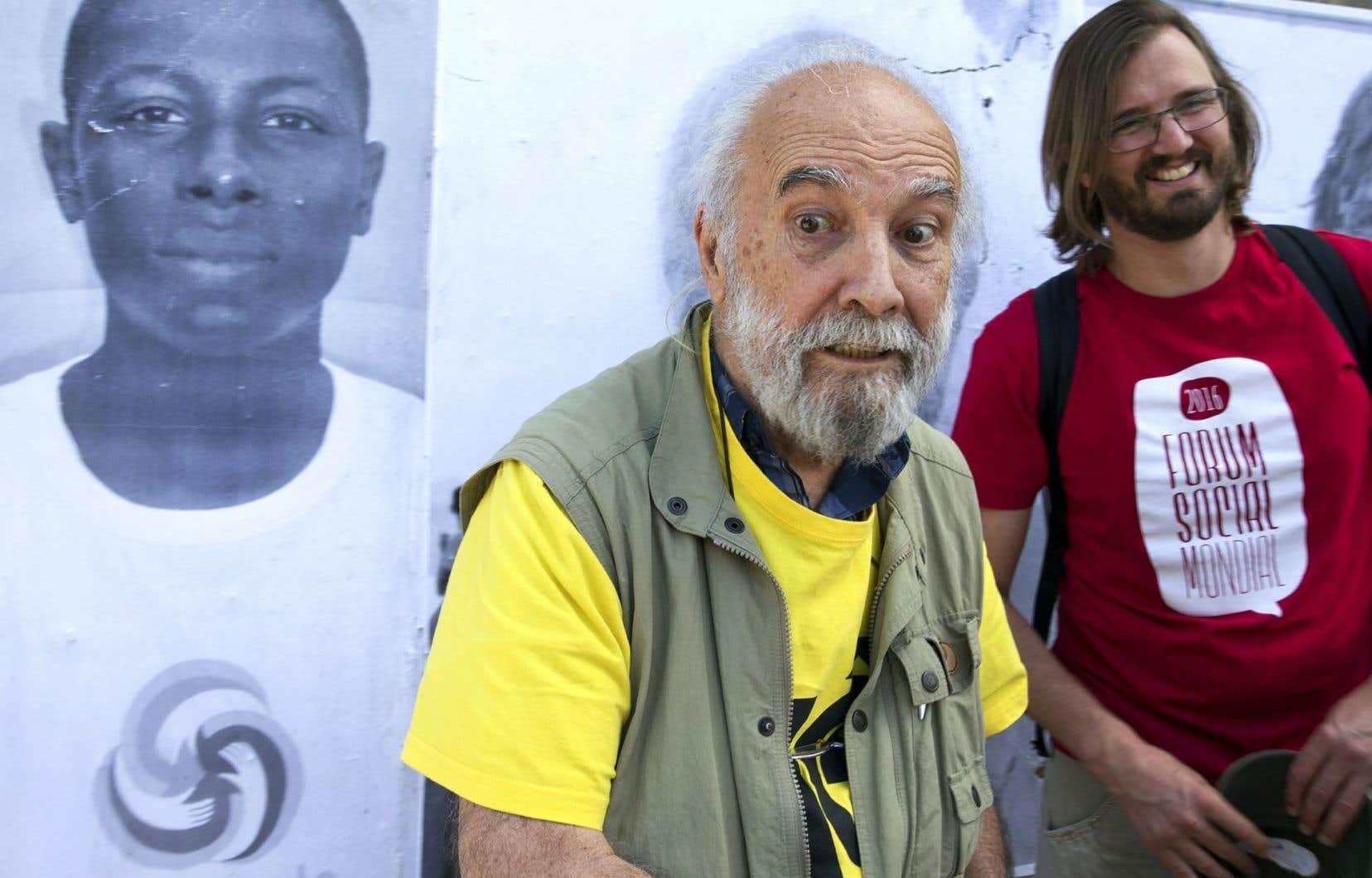 Chico Whitaker, militant altermondialiste brésilien, se décrit lui-même comme «l'un des douze fous qui ont décidé de lancer le Forum social mondial», en compagnie de Raphaël Canet, coorganisateur du Forum.