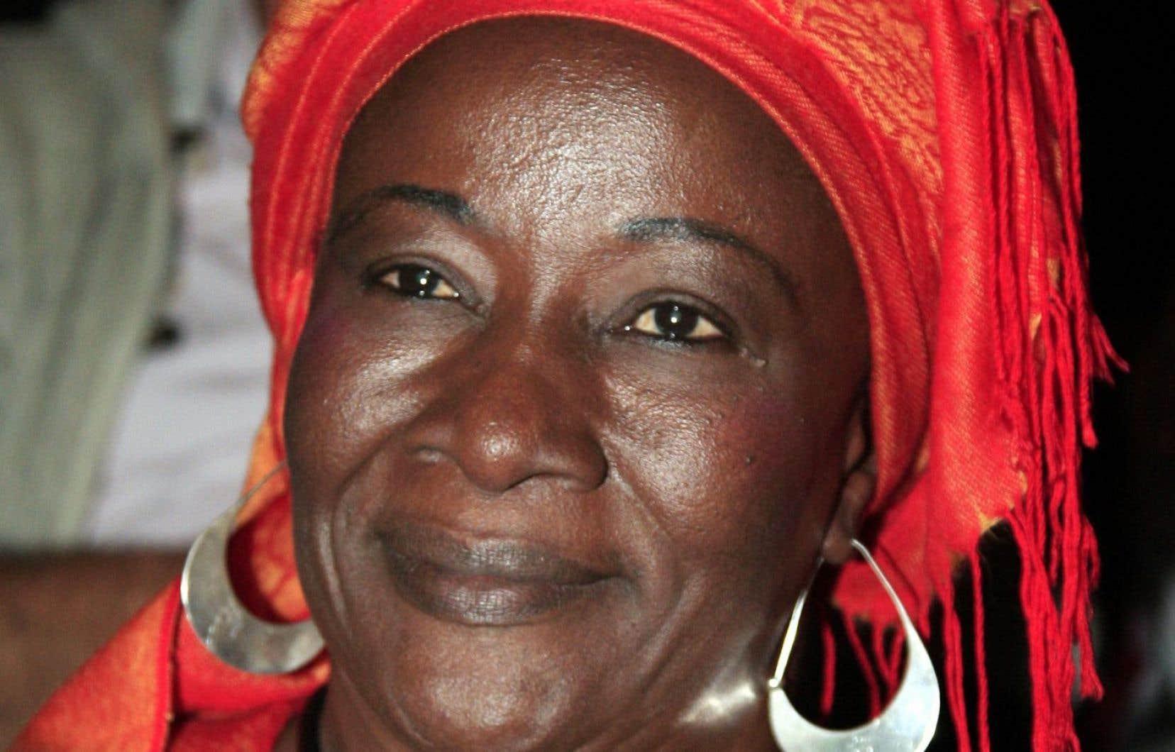 Aminata Traoré, ancienne ministre de la Culture et du Tourisme du Mali, participe, le 22 novembre 2009 à Paris, à une réunion organisée à l'initiative de Réseau éducation sans frontières.