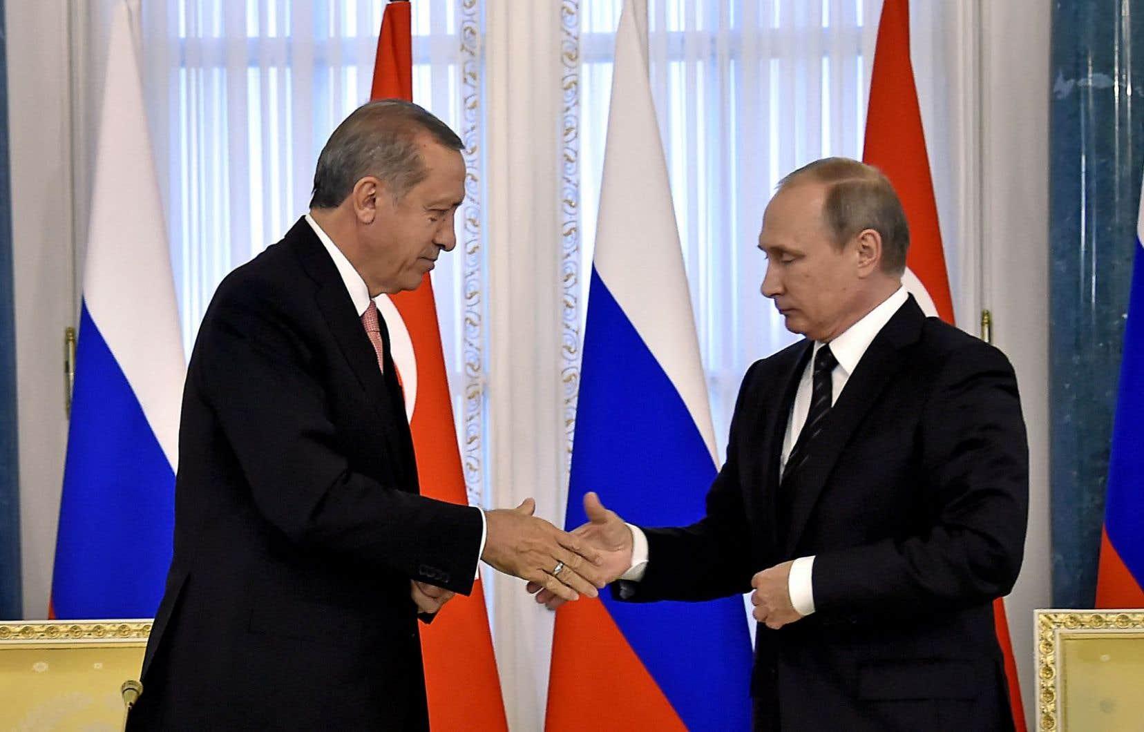Les présidents turc, Recep Tayyip Erdogan (à gauche), et russe, Vladimir Poutine, se sont rencontrés mardi à Saint-Pétersbourg.