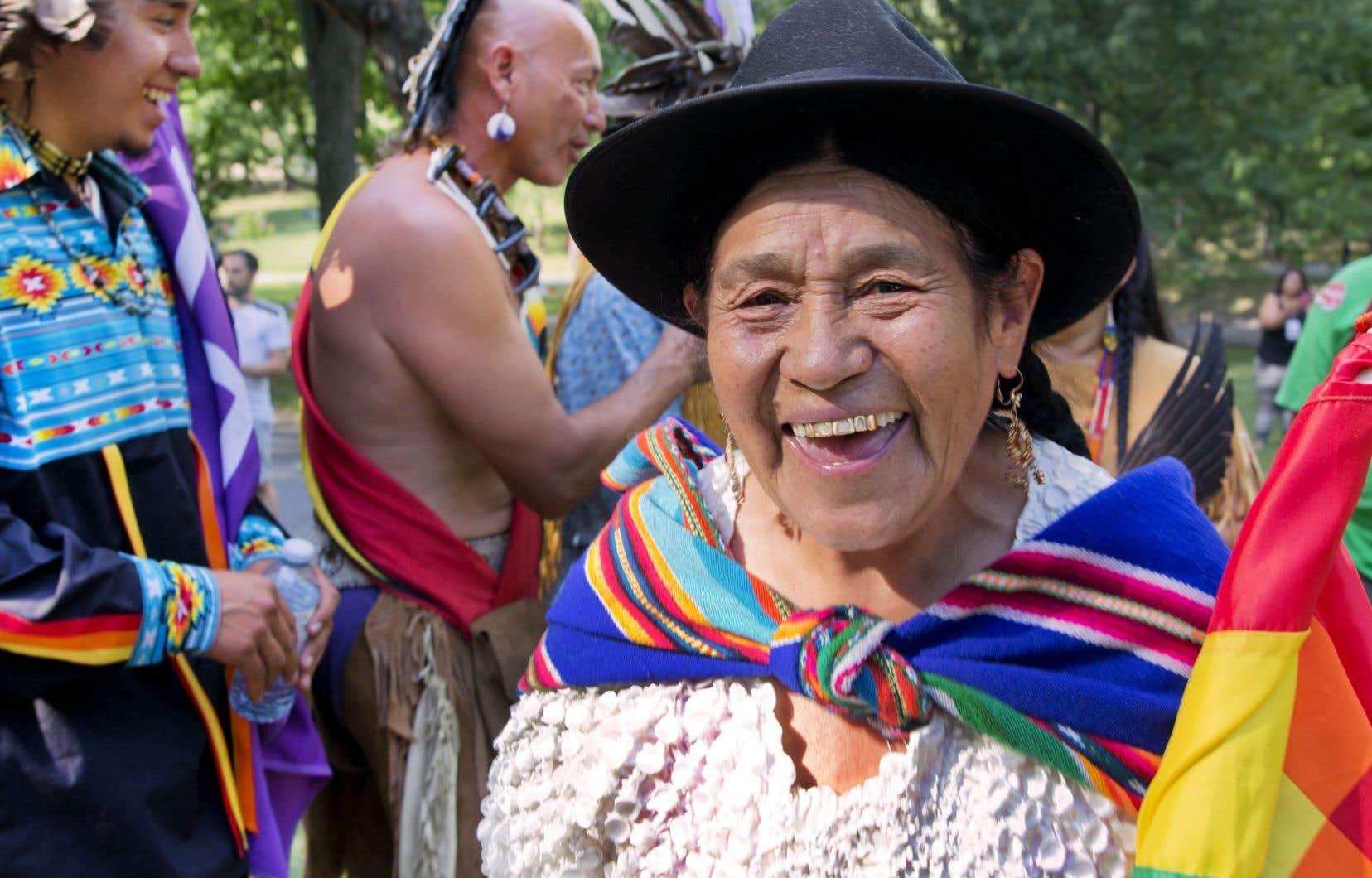 Antonia Rodriguez, autochtone de Bolivie et ex-ministre du Développement productif et de l'Économie plurielle sous le président Evo Morales, a pris place aux côtés de la délégation mohawk à la tête de la marche inaugurale du Forum social mondial, mardi à Montréal.