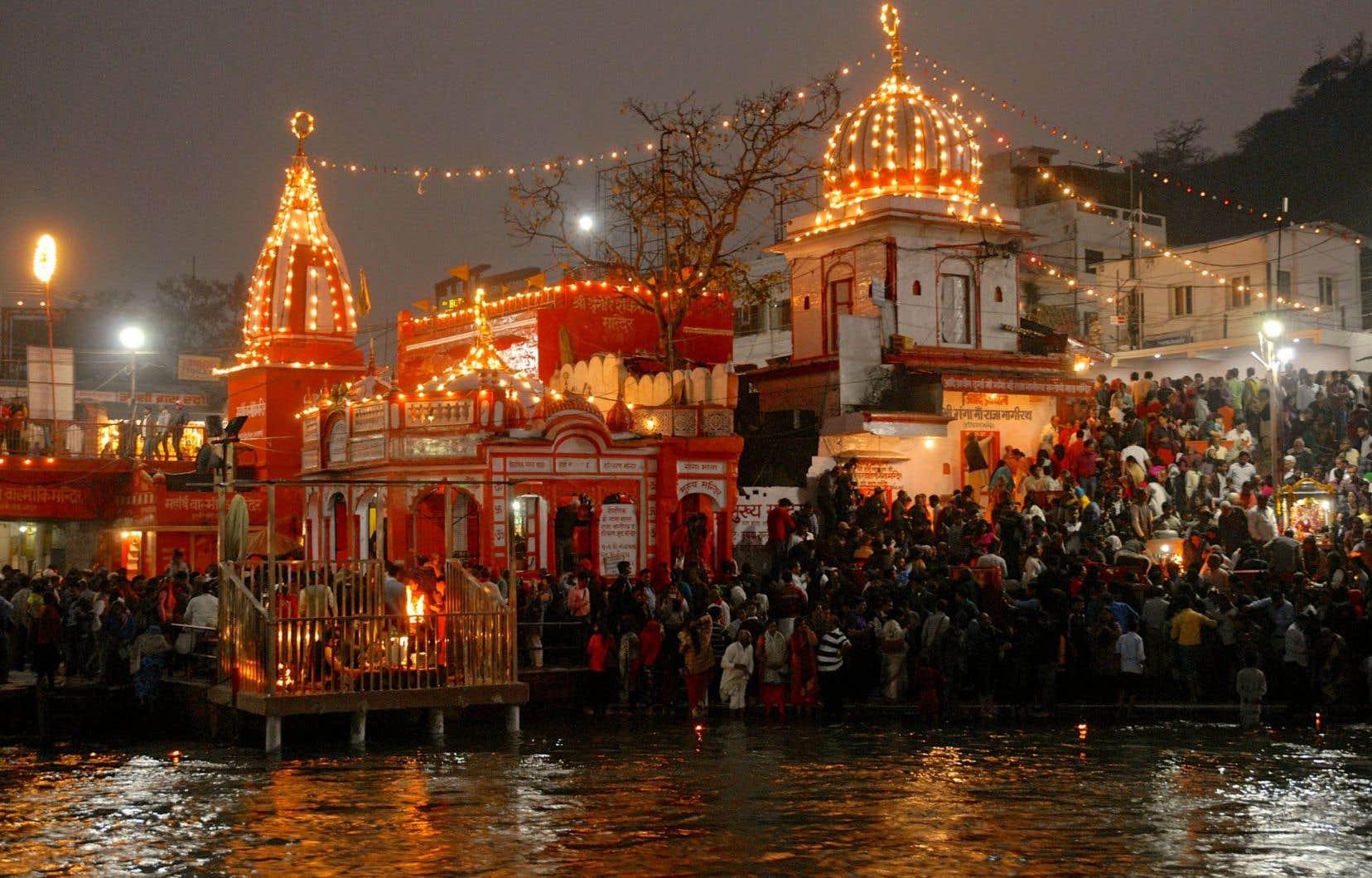 Tous les soirs à Haridwar, les dévots se rassemblent aux abords du fleuve pour le «ganga aarti», «l'adoration du Gange».