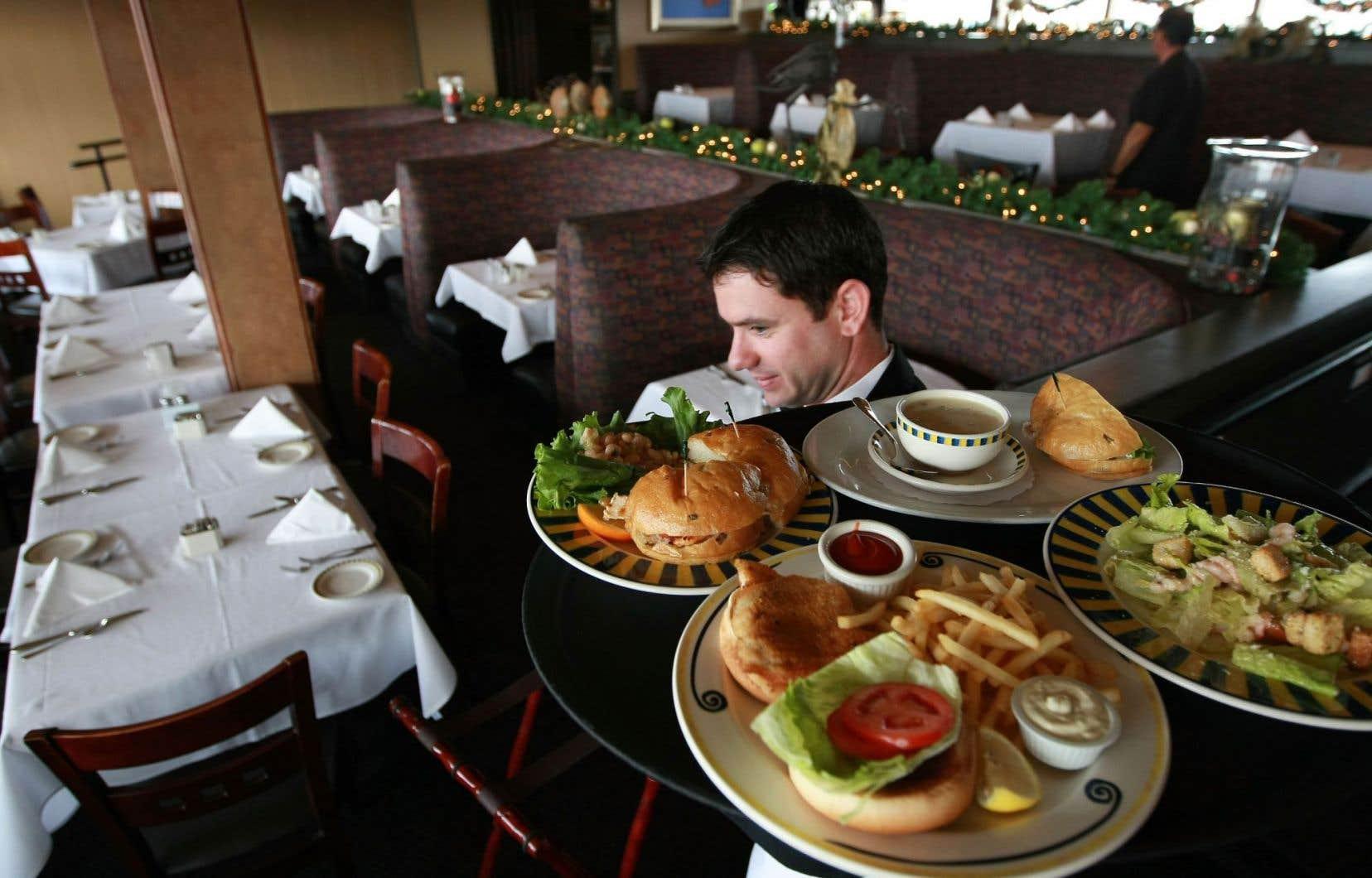 L'Association des restaurateurs du Québec suggère à ses cinq mille membres de refuser de servir les personnes allergiques ou, à défaut, de leur faire signer une décharge de responsabilité.