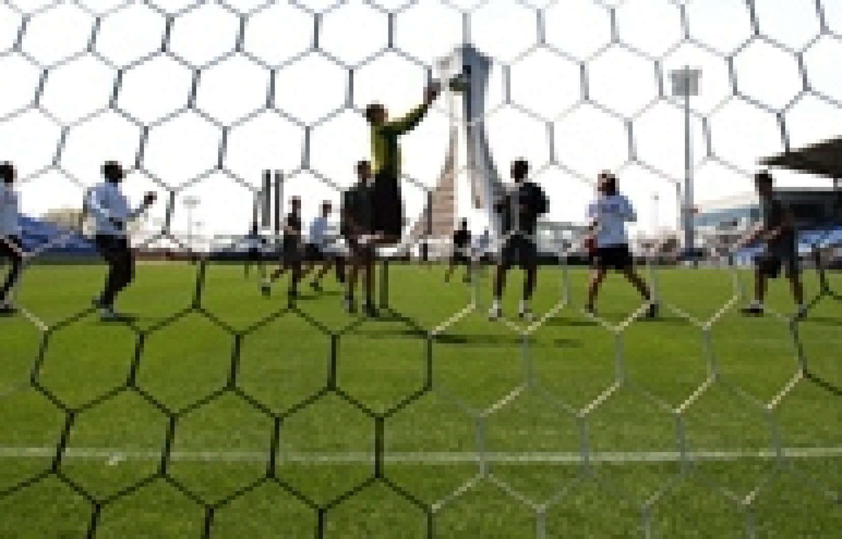 Pour la saison 2009, les matchs de l'Impact au Stade Saputo seront disputés pour la plupart le mercredi en soirée et le dimanche en fin d'après-midi.