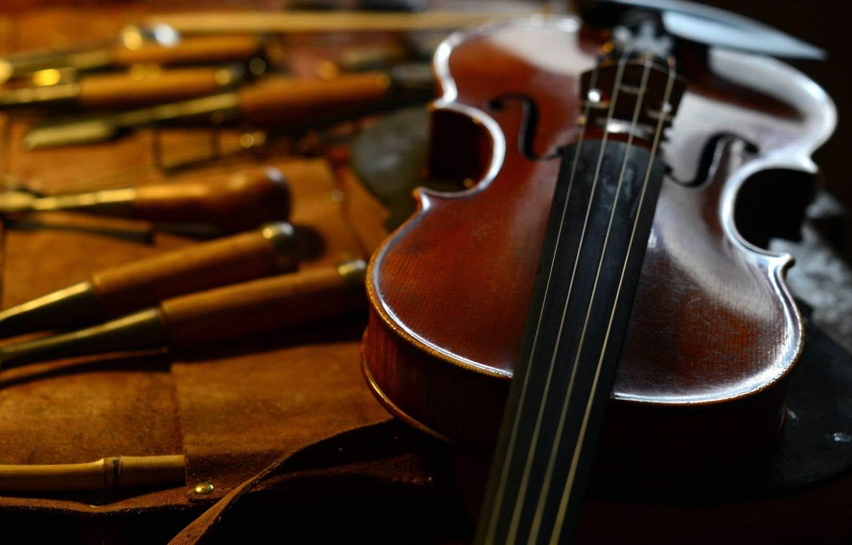 «111 – The Violin» ne contient que 42CD, alors qu'un cube «standard» en renferme 50 et certains, même, 55.