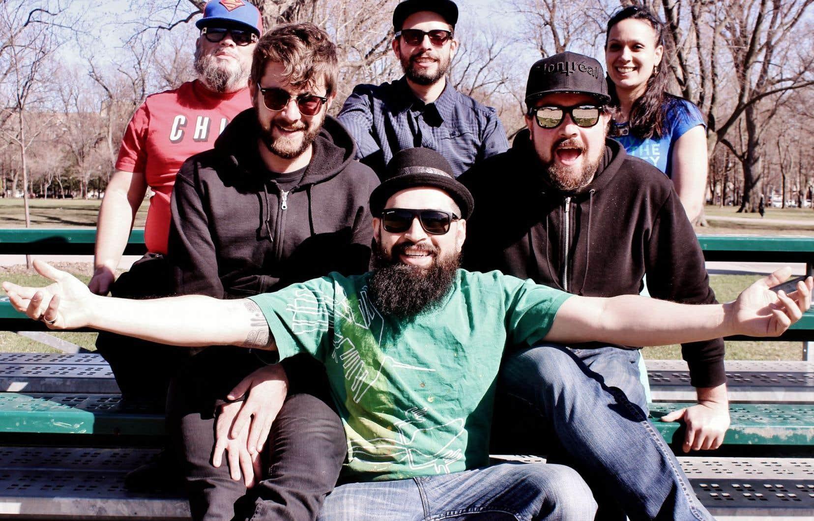 La formation Sonido Pesao a été réduite à six: les deux MC, le guitariste-claviériste Ian Lettre, qui signe la majorité des musiques, deux autres musiciens et la choriste Catherine Molnar.