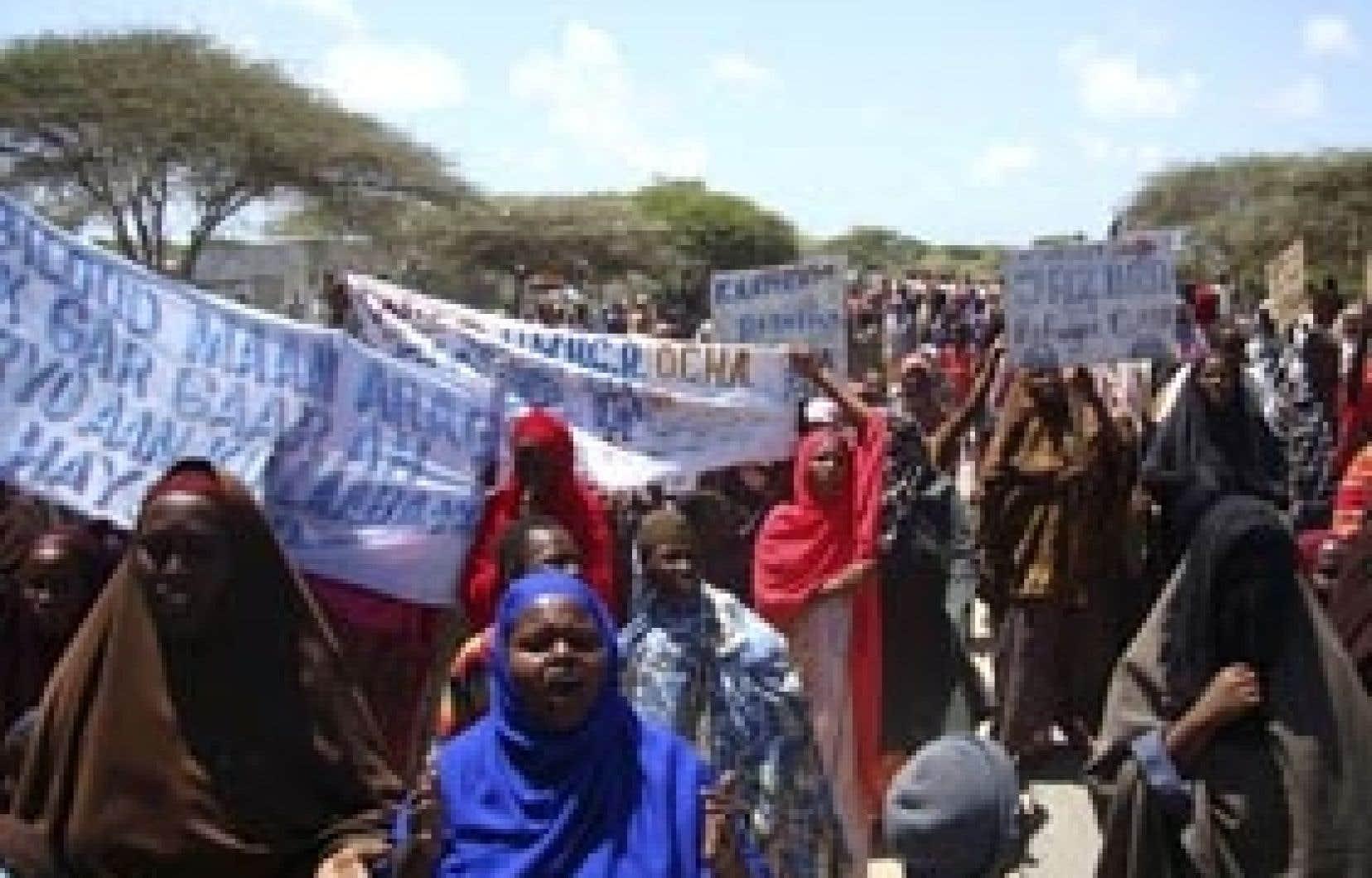 Des Somaliennes qui ont fui le conflit au Darfour ont manifesté la semaine dernière près de Mogadiscio à la suite de la réduction des rations alimentaires qui leurs sont distribuées.