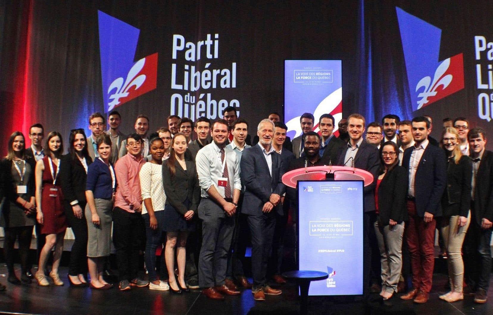 Membres de la Commission-Jeunesse du Parti libéral du Québec, le 15 mai 2016, lors du Conseil Général du Parti libéral du Québec