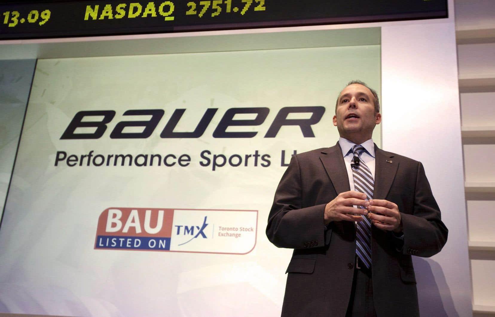 Kevin Davis, le président et directeur général de Bauer Performance Sports, lors d'une conférence de presse évoquant l'entrée en Bourse de l'entreprise, en mars2011. Depuis un an, Bauer a vu son action chuter.