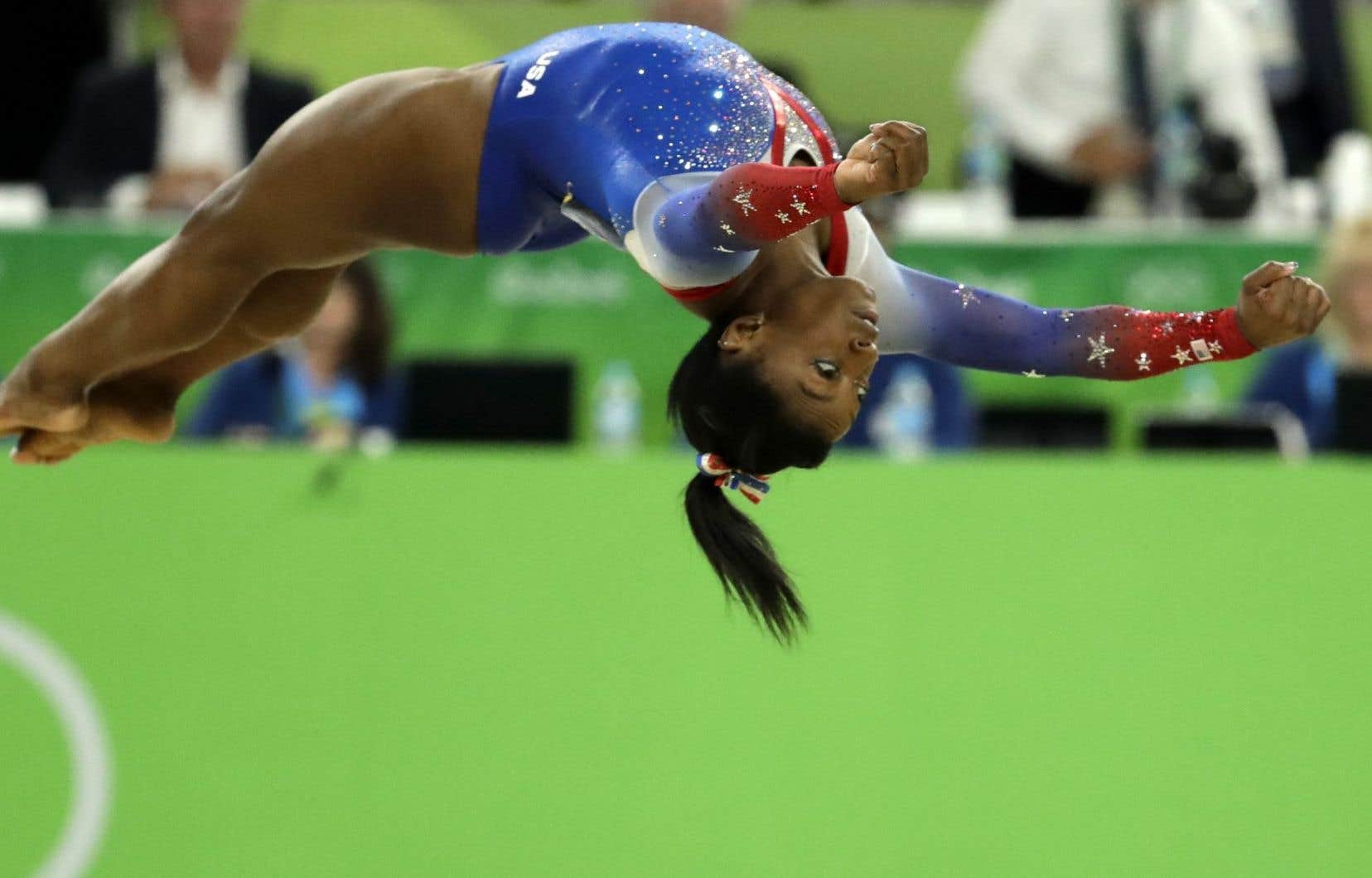 Simone Biles lors de la finale de l épreuve au sol 6792a175524