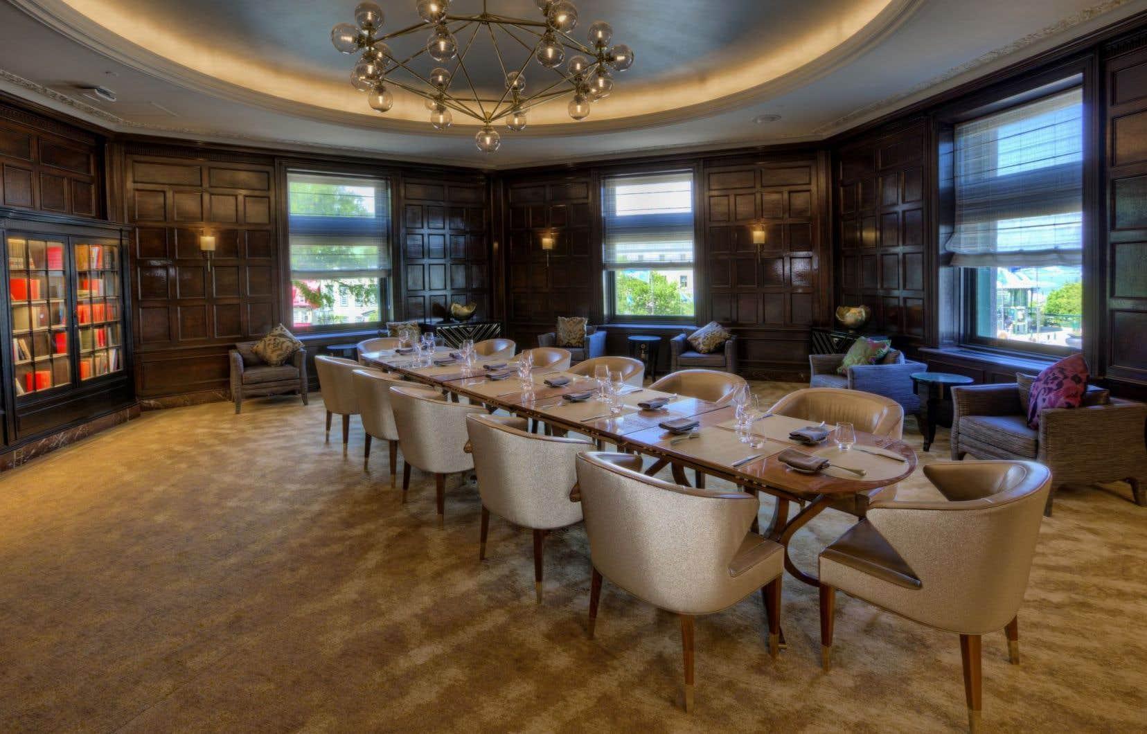Maurice Duplessis disposait d'un bureau au rez-de-chaussée du Château Frontenac, dans une pièce adjacente au restaurant Le Champlain. Il y rencontrait ses alliés, ses adversaires politiques et des dignitaires.