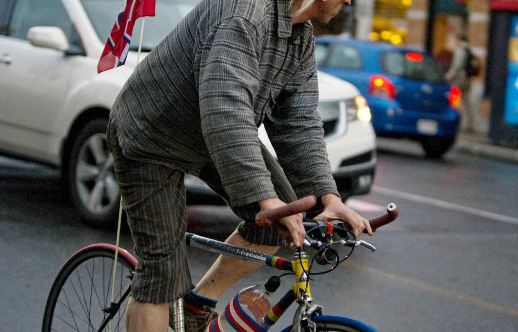 Ce dont nous avons besoin, c'est d'une mobilisation populaire en faveur des transports collectifs et d'une réappropriation de nos quartiers et de nos milieux de vie, affirme l'auteur.