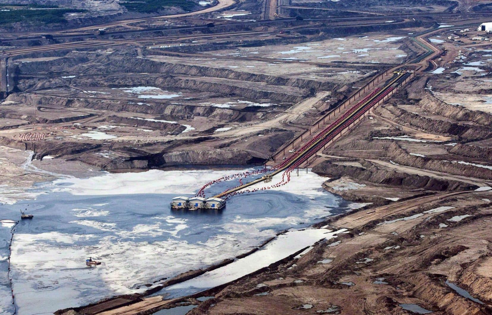 Site d'exploitation des sables bitumineux près de Fort McMurray, en Alberta