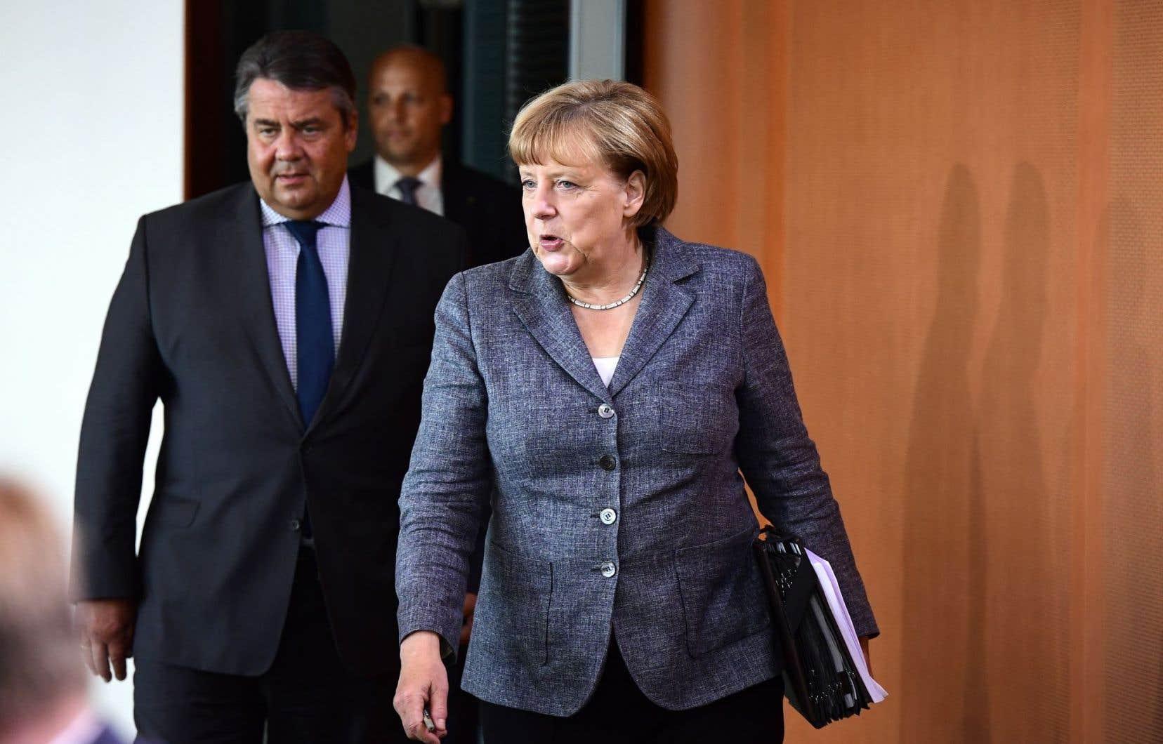 Le ministre de l'Économie Sigmar Gabriel avec la chancelière allemande, Angela Merkel