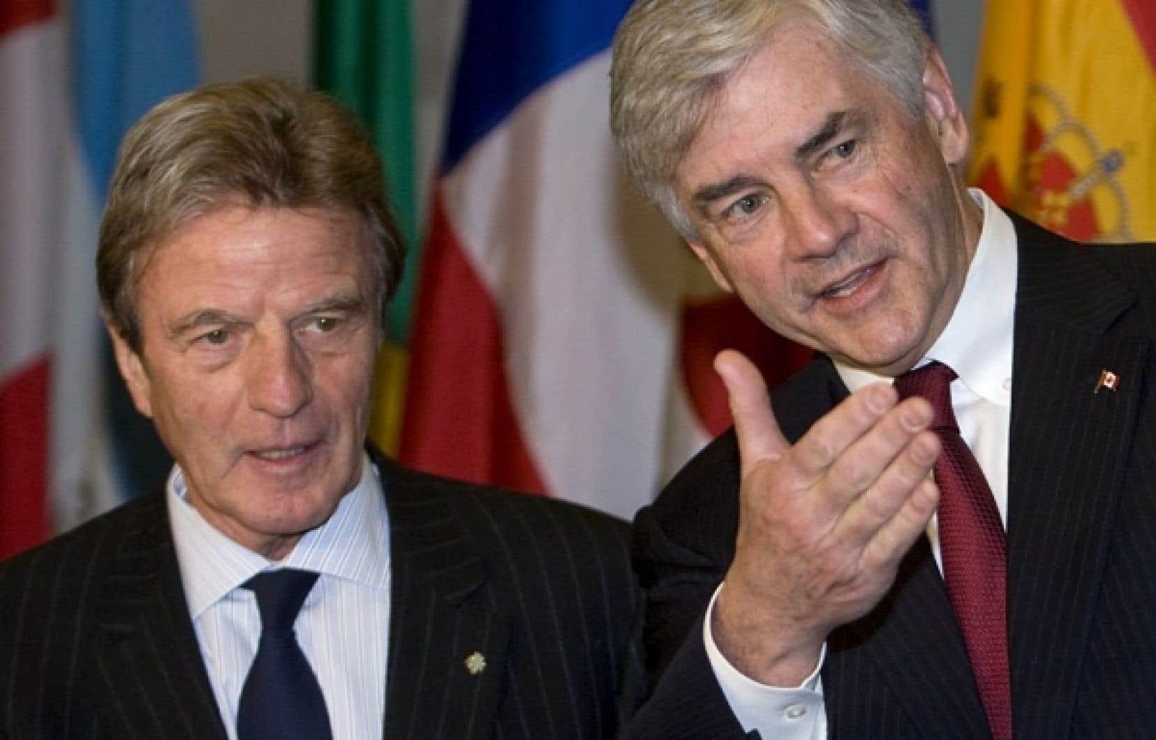 Le ministre français des Affaires étrangères Bernard Kouchner en compagnie du ministre canadien Lawrence Cannon.