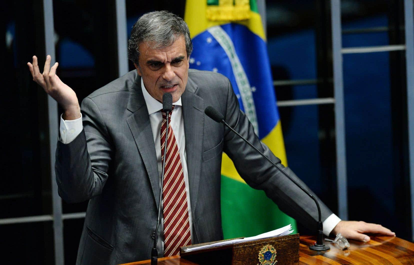 L'avocat de la défense et ancien ministre de la Justice, José Eduardo Cardozo, a affirmé que Dilma Rousseff était menacée de destitution.
