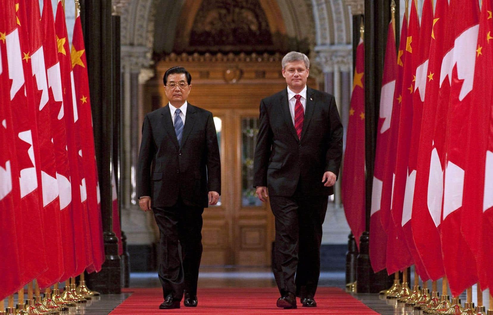 24juin 2010. Le premier ministre canadien d'alors, Stephen Harper, accueille dans le hall d'honneur du parlement le président chinois, Hu Jintao.