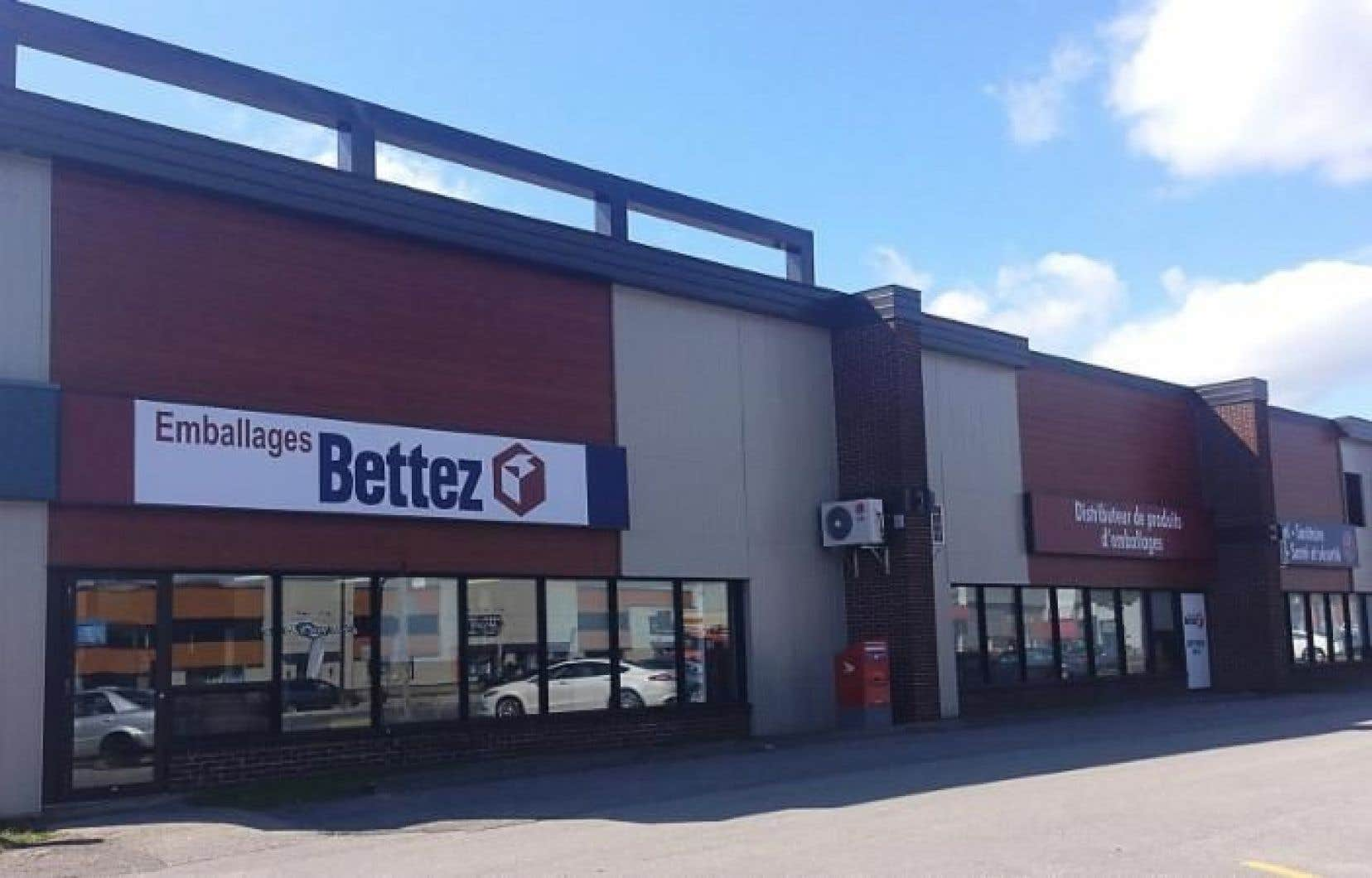 Les locaux sont situés sur le boulevard des Récollets, à Trois-Rivières, à environ 200 mètres au nord de l'autoroute 40.