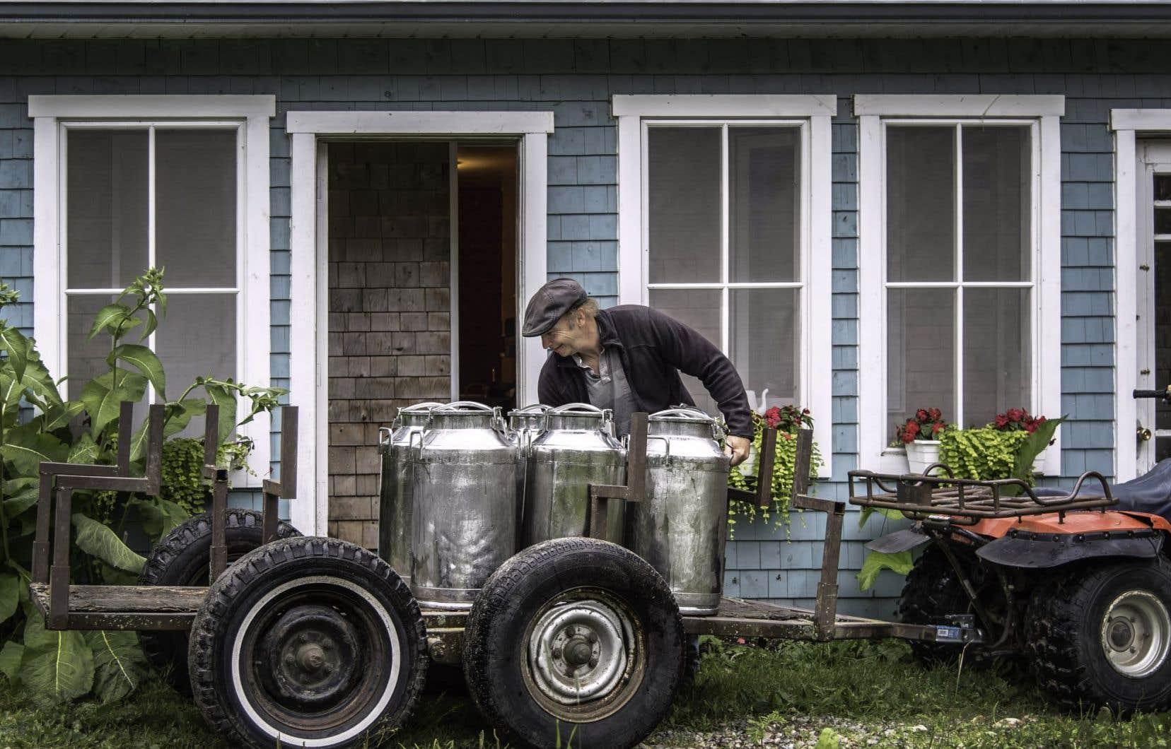 La ferme Cassis et Mélisse est le projet du couple composé de l'artisane fromagère Aagje et du chevrier Gary (ci-dessus) et propose du lait et des fromages certifiés biologiques préparés à Saint-Damien-de-Buckland (Chaudière-Appalaches).